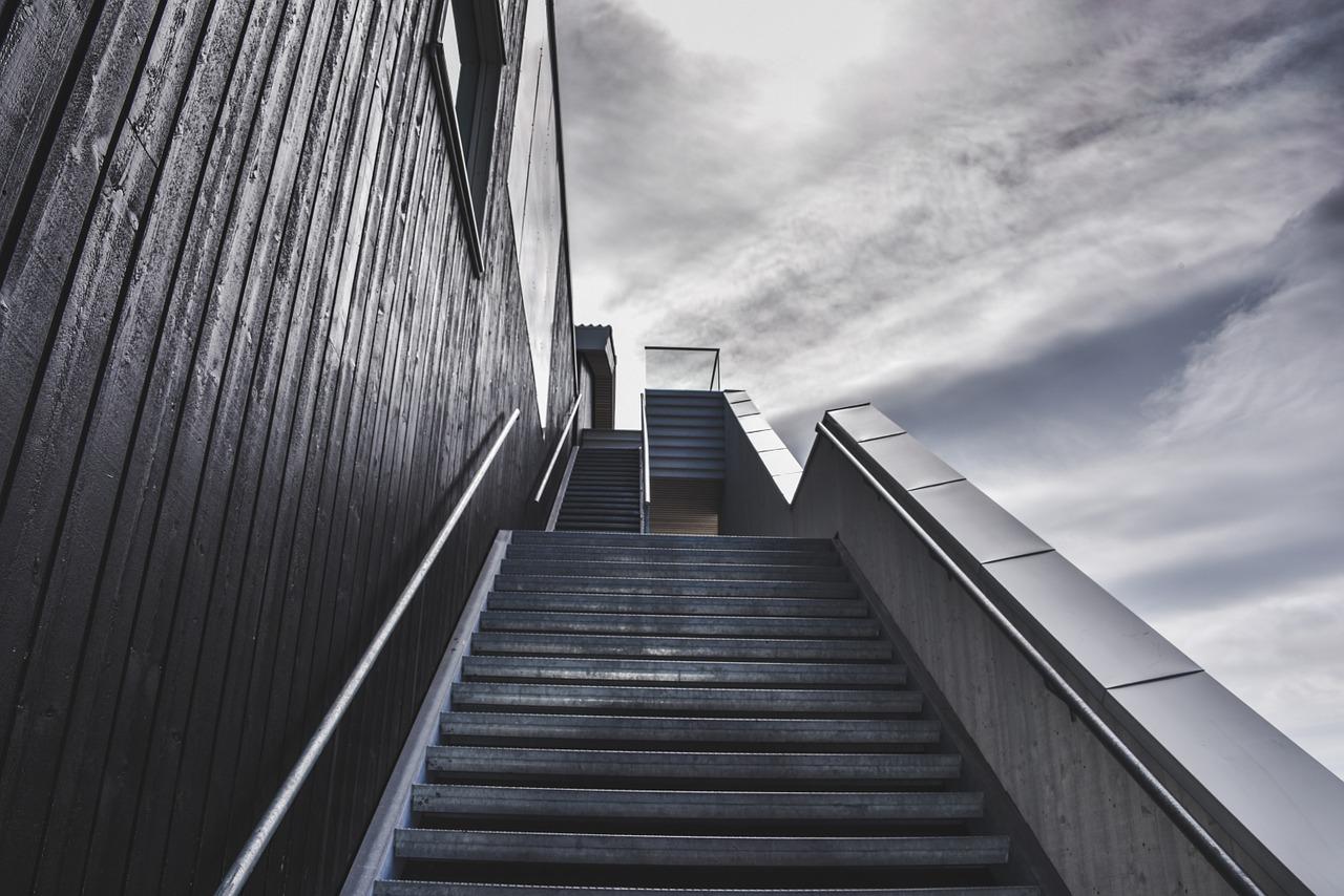 stairs-staircase-stairway-918735.jpg
